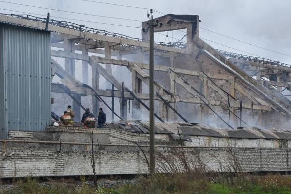 Причина пожара и наличие пострадавших остаётся неизвестным
