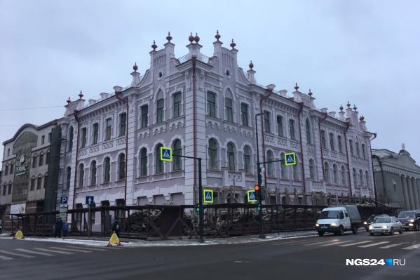 Сейчас здание выглядит так — почти в своем первозданном виде