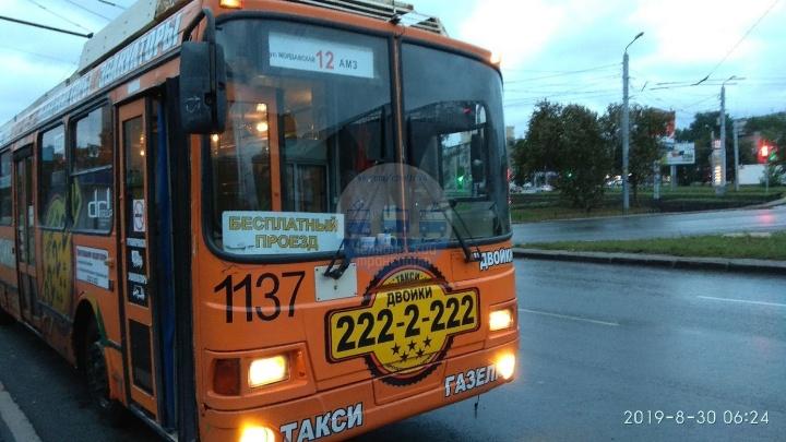 «Приятное утро пятницы»: в челябинском троллейбусе объявили о бесплатном проезде