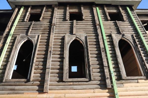 Здание простояло разобранным два года, сейчас на его восстановление выделили почти 17 миллионов рублей