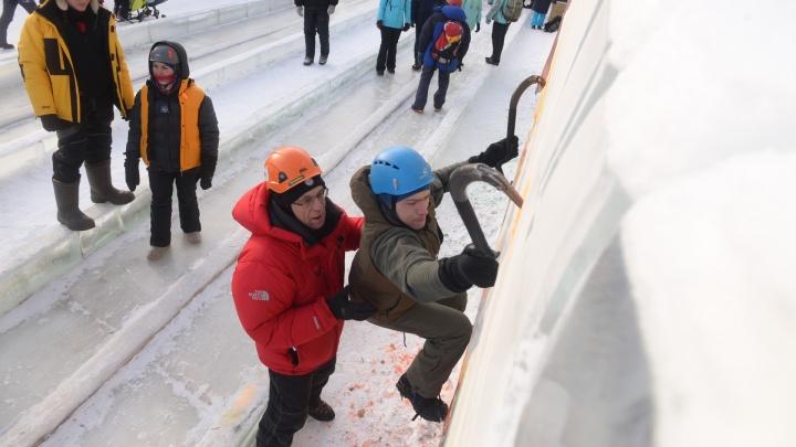 На площади 1905 года ледолазы на скорость покорили 12-метровый ледяной столб