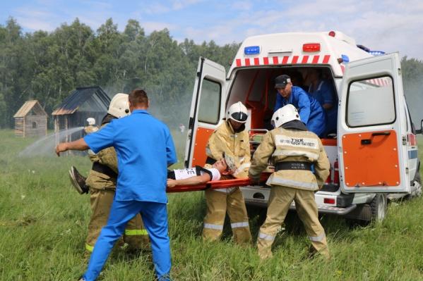Масштабные учения: российские и казахстанские пожарные создали преграду огню