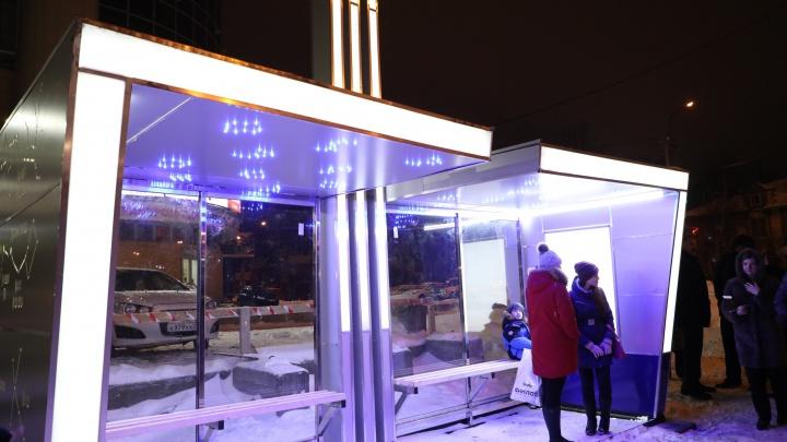 «Северное сияние» на проспекте Обводный канал: смотрим на космическую остановку, которая светится