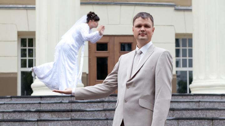 Отгуляли в столовке: 10 свадебных фото из 2000-х, которые напомнят, как выглядит безудержное веселье