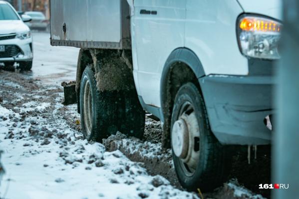 Из-за снегопада на ростовских дорогах сложилась тяжелая ситуация
