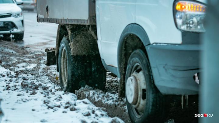 Ростов из-за снегопада превратился в сплошную пробку