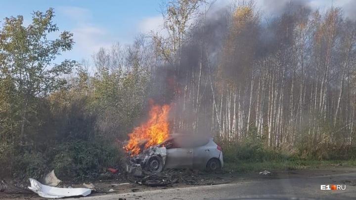 Видеорегистратор снял столкновение машин на ЖБИ, после которого загорелась иномарка