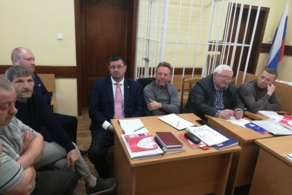 Слева — обвиняемые активистыВалерий Дзюба,Вячеслав Григорьянц,Андрей Старковский