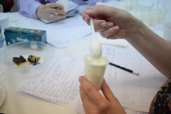 В сметане обнаружили бактерии группы кишечной палочки