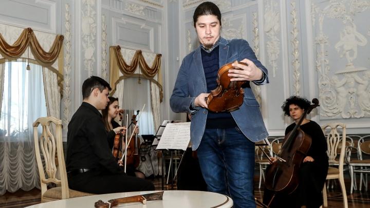 История в 9 фото: изъятую на границе копию скрипки Страдивари передали в «Усадьбу Рукавишниковых»
