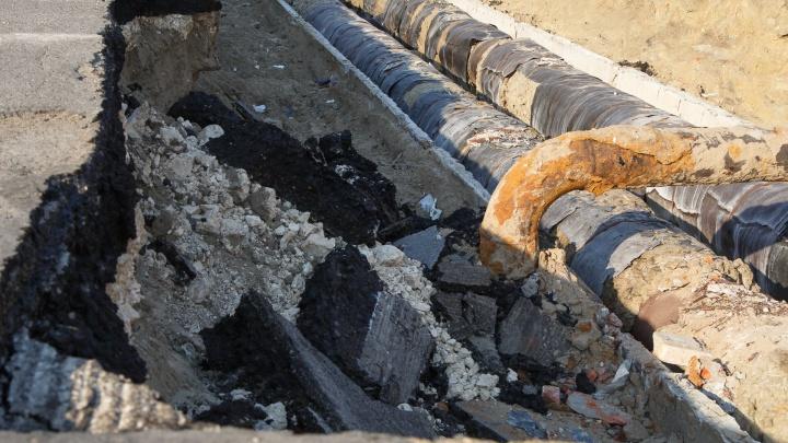 «Вода не в домах, а на улице»: коммунальная авария оставила волгоградцев с сухими кранами
