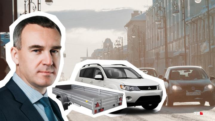 ВИП-гараж: заглядываем на паркинг главы администрации Тюмени (там есть пара иномарок и прицеп)