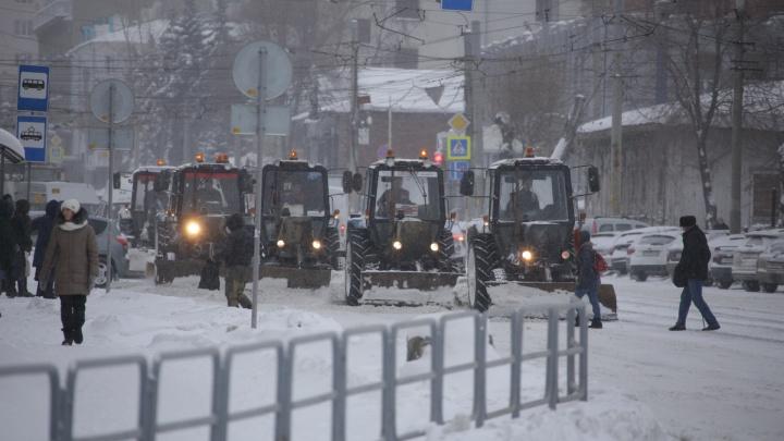 «Соль в такую погоду не действует»: челябинские дорожники отказались от скандального реагента