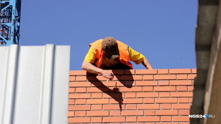 Инспектор по долевому строительству пообещал прекратить проверку в обмен на две квартиры