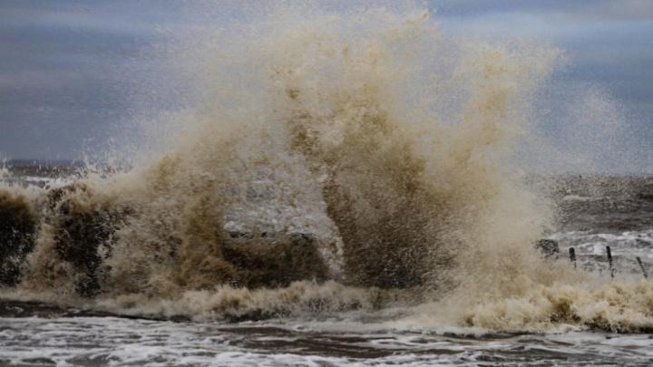 Свободная стихия: смотрим, как сегодня бушевал шторм на Белом море
