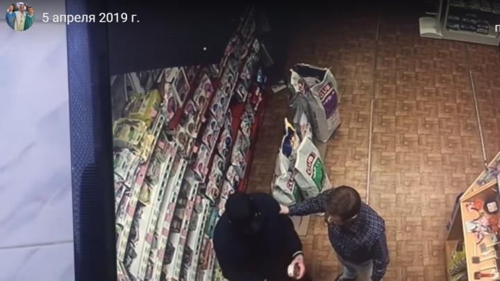 «Работают группами. Это уже профи». В Кургане из магазинов крадут телефоны, еду и деньги