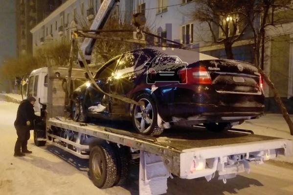 Автомобиль увезли на штрафстоянку