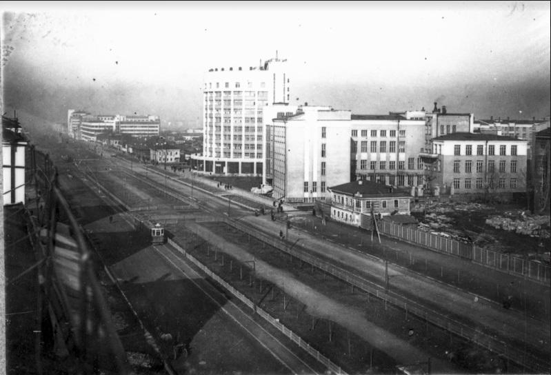 Проспект Ленина и «Исеть»