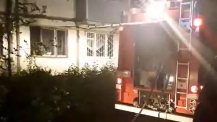 «Испугались взрыва газа»: в Ярославле вспыхнул пожар в многоэтажке. Видео