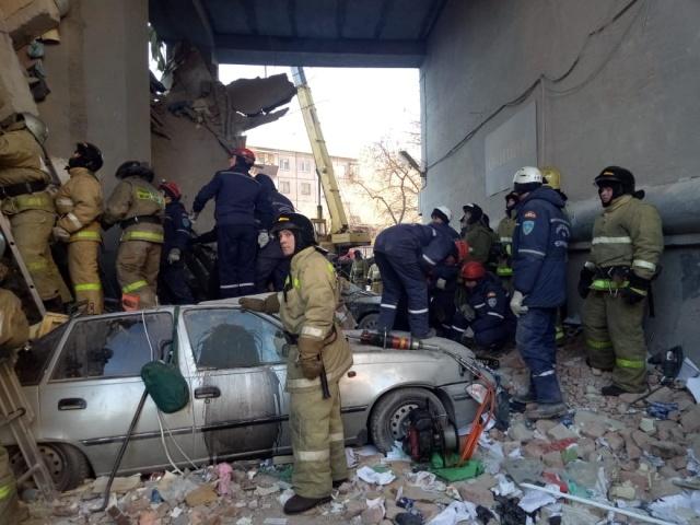 Работу осложняет угроза возможного дальнейшего обрушения здания