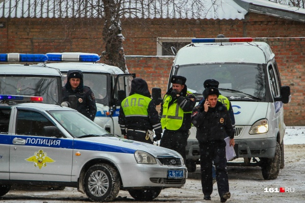 На месте ДТП работают полицейские