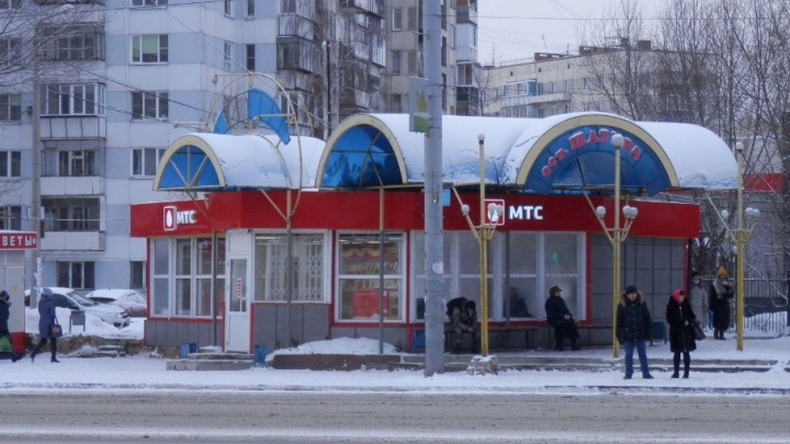 Подростки ответят в суде за налёт в масках на салон МТС в Челябинске