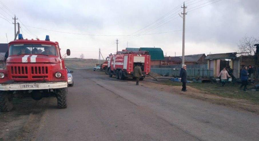 Пожарные справились с открытым огнем за два часа