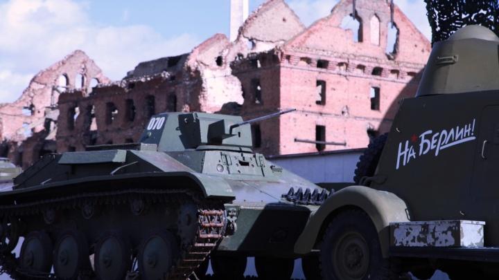 «Расширили свою географию»: в Волгограде легендарные танки и пушки увозят на «Воинский эшелон»