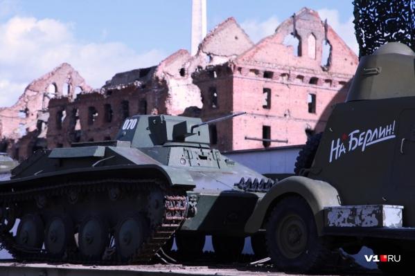Военная техника с музея-панорамы готовится к очередному турне по России