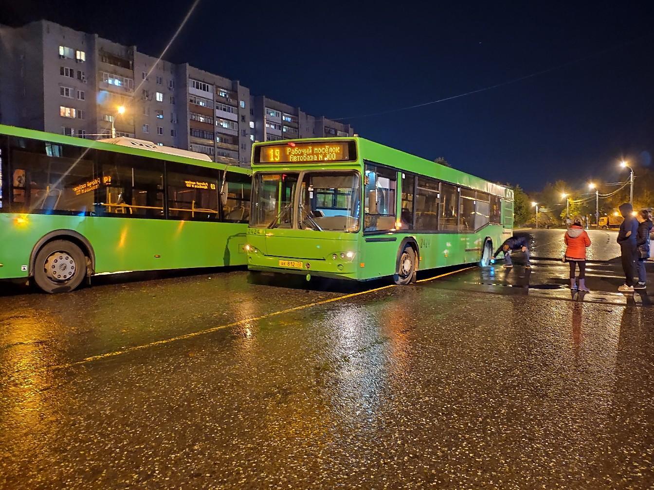 Ищем пассажиров, которые в момент провала автобуса находились внутри