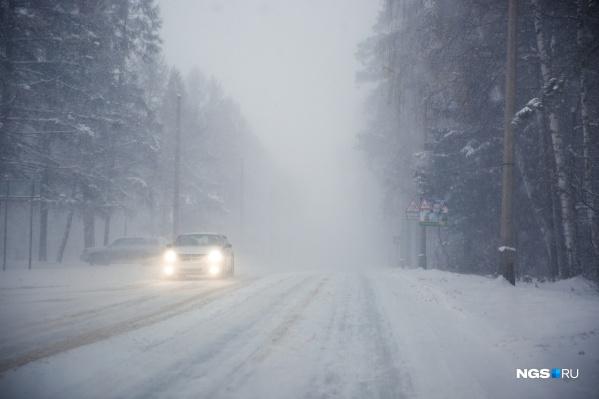 Водителям рекомендуют снижать скорость движения