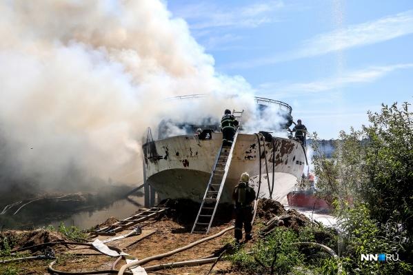 Предположительно, пожар начался из-за рабочих, трудившихся на судне утром