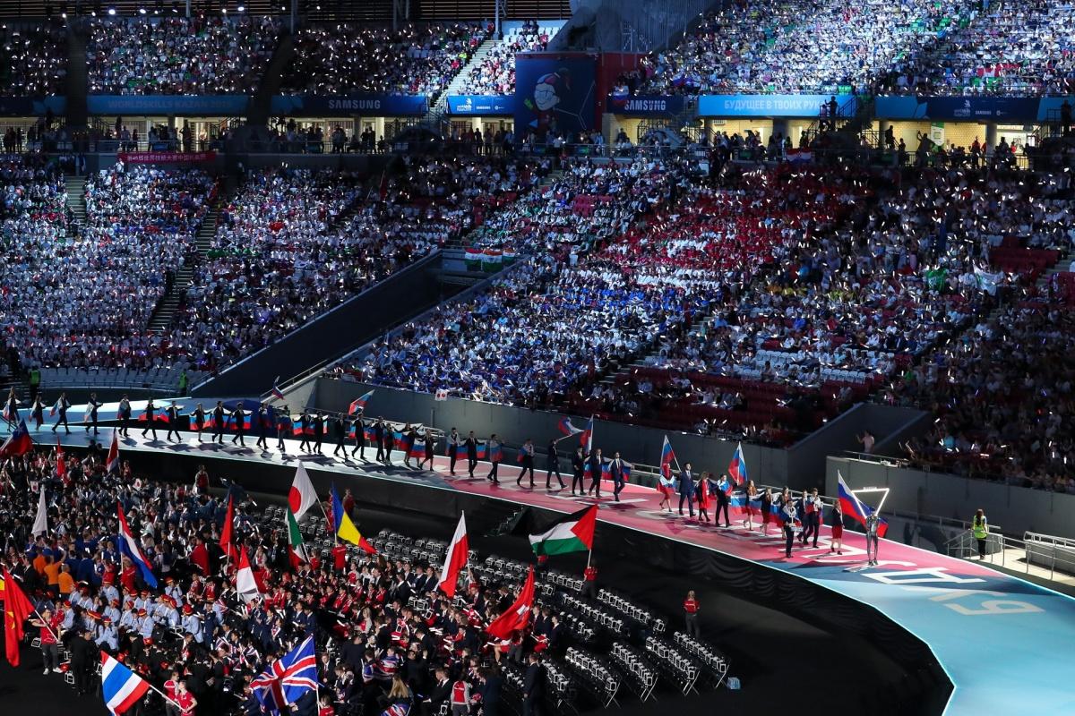 В комплекте у членов сборной России не только деловые, но и спортивные костюмы от Дмитрия Шишкина