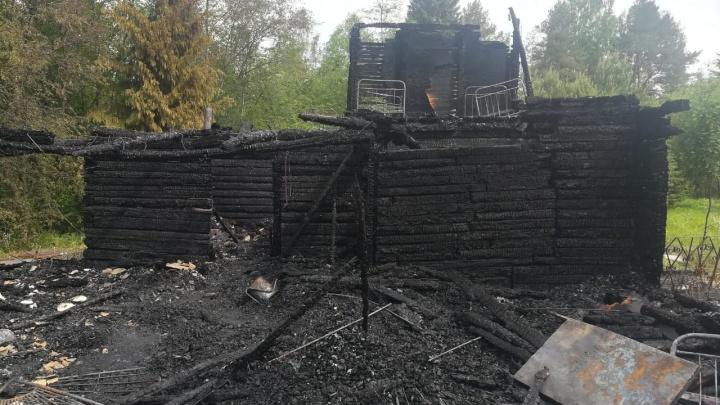 Под Нижним Тагилом при пожаре погибла семья с четырехлетним сыном