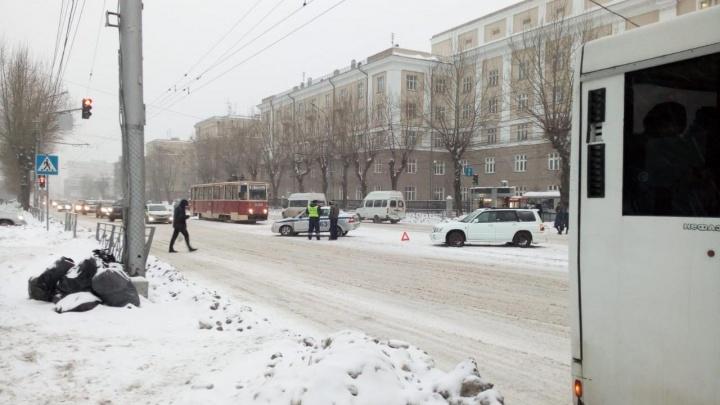 Автоинспекторы поехали оформлять ДТП и сами попали в аварию на Дуси Ковальчук