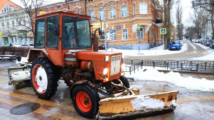 Особые технологии: в Ростове коммунальщики сделали вид, что обработали дорогу от гололеда