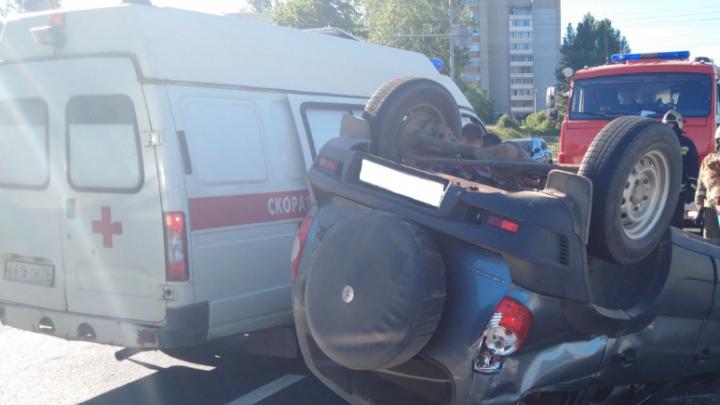 ДТП на ЮЗОД в Ярославле: «Нива» перевернулась на крышу: видео