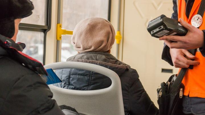 Клала деньги в карман: в Самаре кондуктор трамвая получила выговор
