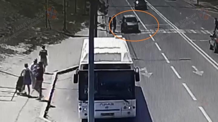 Напротив ТРК «Мармелад» в Волгограде на переходе сбили школьницу — смотрите видео