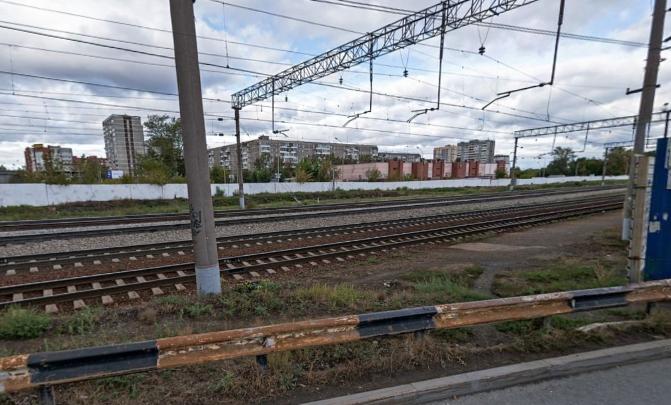 «Видимо, потоком ветра снесло под поезд»: на станции ВИЗ погиб молодой мужчина