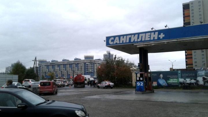 При переливе на АЗС «Сангилен» пролилось 200 литров топлива