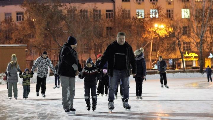 """Репортаж на лезвии конька: чем встречает екатеринбуржцев каток """"Юность"""""""