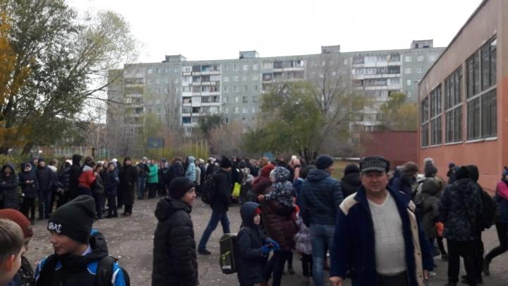 Из омской школы № 44 эвакуировали учеников