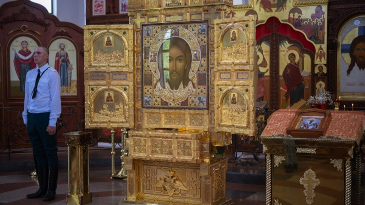 «В храм пришли больше 70 тысяч человек»: икона «Спас Нерукотворный» улетит с аэродрома в Мариновке