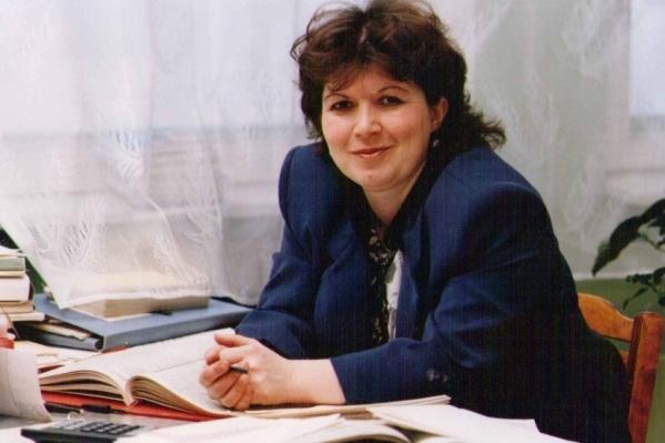 В этом году 6 из 13 стобалльников по химии подготовила Елена Робертовна Молчанова