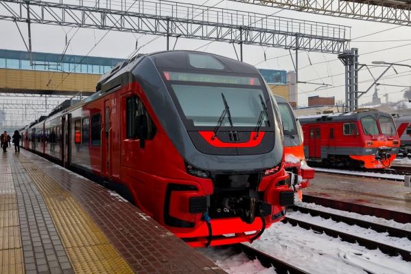Сейчас по 22 региональным маршрутам курсирует 123 пригородных поезда
