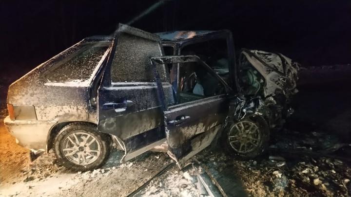 Три человека пострадали в лобовом столкновении на трассе Камышлов — Ирбит