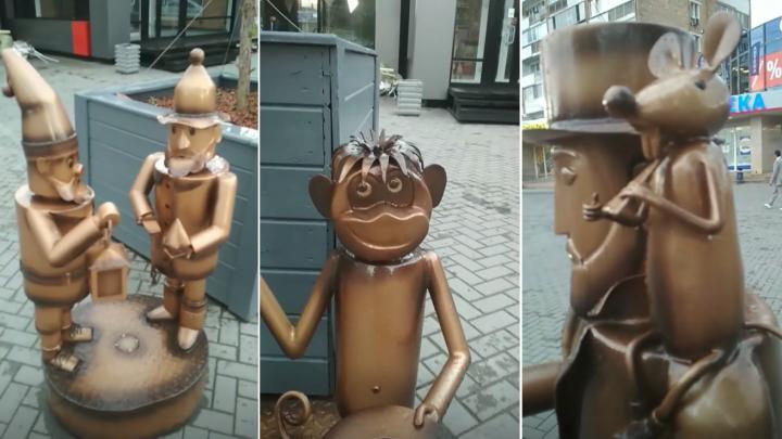 Художник, рыбак с пингвинами и два гнома: разглядываем новые скульптуры у железнодорожного вокзала