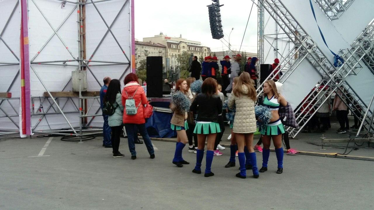Во время церемонии открытия за сценой. Фото Стаса Соколова