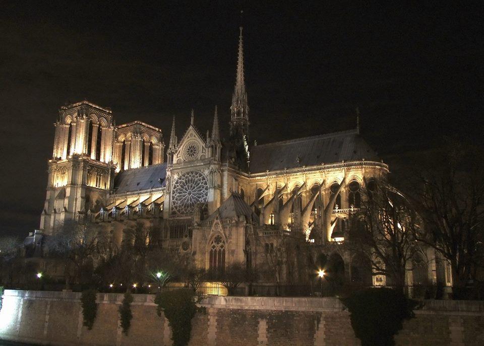 «Место, у которого есть душа»: Нотр-Дам де Пари в воспоминаниях и фотографиях екатеринбуржцев